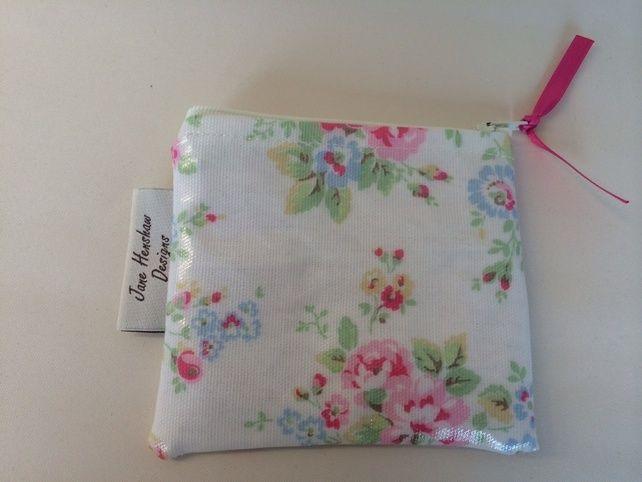 Handmade Cath Kidston white spray flowers oilcloth coin purse £3.99