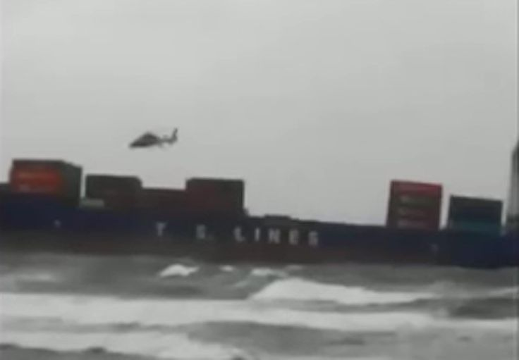 Some scary video shows the moment a search and rescue helicopter crashed into the sea while responding to a grounded containership in Taiwan. https://gcaptain.com/scary-video-shows-moment-sar-helicopter-crashes-over-grounded-cargo-ship/