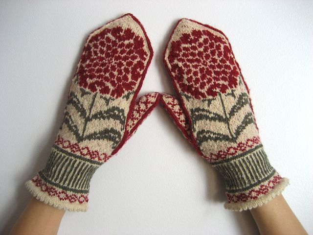 Mitten knitting pattern http://www.ravelry.com/patterns/library/chrysanthemums-2