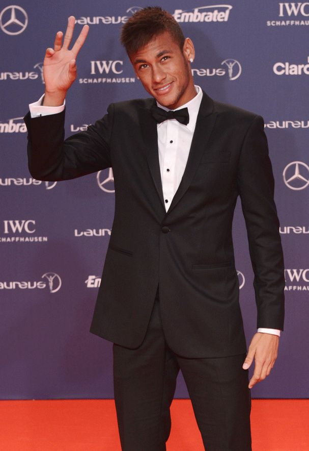 Neymar da Silva Santos Júnior, plus couramment appelé Neymar, né le 5 février 1992 à Mogi das Cruzes au Brésil, est un footballeur international brésilien