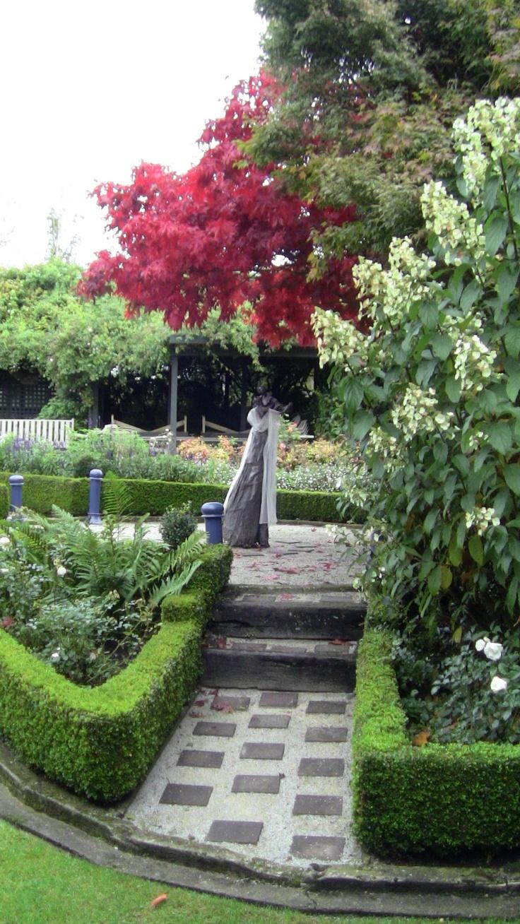 Side view of round garden.