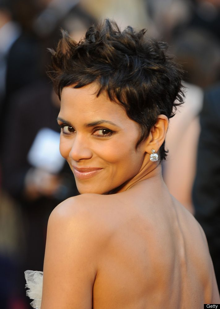 Halle Berry Talks Signature Short Hairstyle And Hair Extensions (PHOTOS)