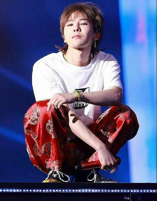 G-Dragon in Last Dance Tour