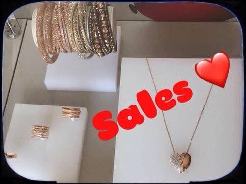 Continuano i saldi sulle fantastiche collezioni firmate Swarovski  Approfitta dei prezzi vantaggiosi per regalarti gioielli e accessori moda originali !!!
