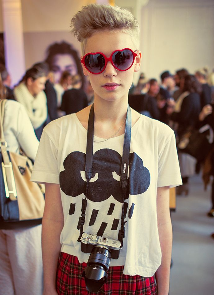 Blogger and student Madeleine Brighouse of blog All in a Row wears her red heart-shaped glasses. #NZFW