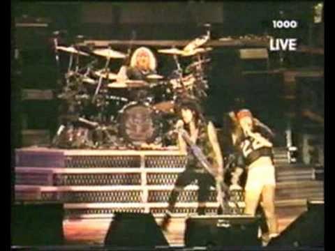 Guns N' Roses and Aerosmith Live Paris 1992 - Mama kin Train kept a rollin