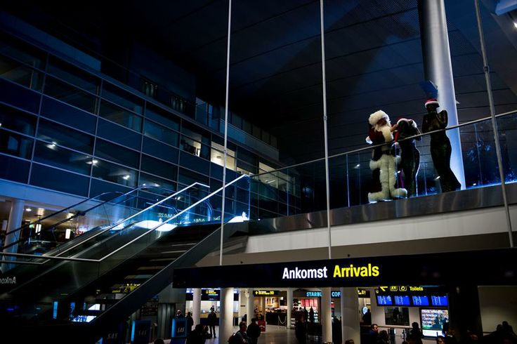 """Okay, """"someone"""" has decorated the art pieces in Copenhagen Airport… #CPHchristmas13"""