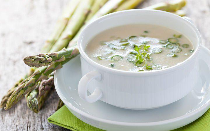 Vitamin ve minarel deposu olan kuşkonmaz ile lezzetli ve sıcacık bir çorba tarifi hazırlamak, meyanesi ile kıvamını koyulaştırmak çok kolay.