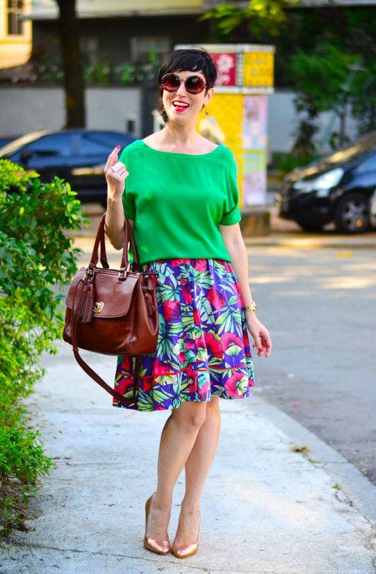 a blusa da versatilidade. coisa linda com essa saia feliz.