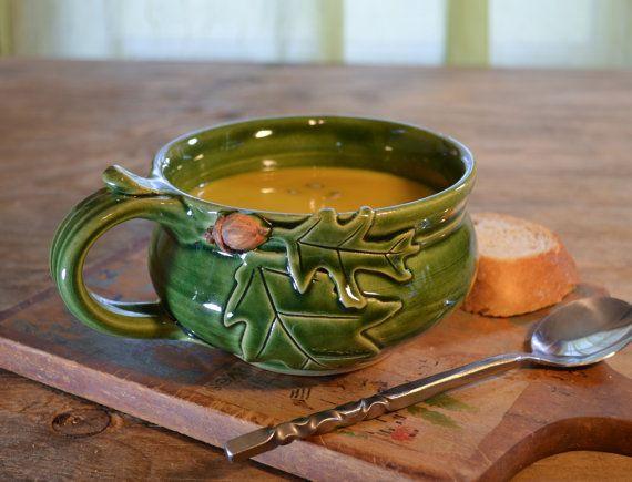 Sopa de roble bellota de taza cerámica, tazón de chili capuchino, esmaltado en verde, hecho a mano del gres por cerámica de hughes