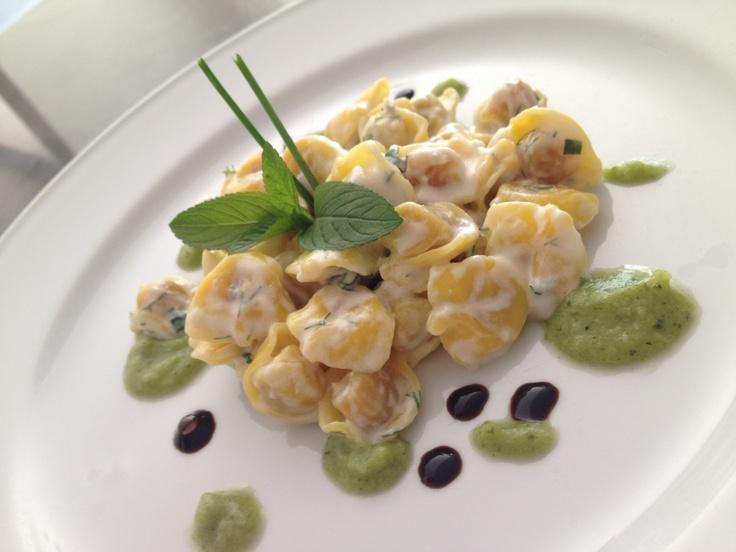 Le ricette del nostro chef Simone!!!  Raviolini di carne con fonduta di taleggio, erbe e crema di broccoli