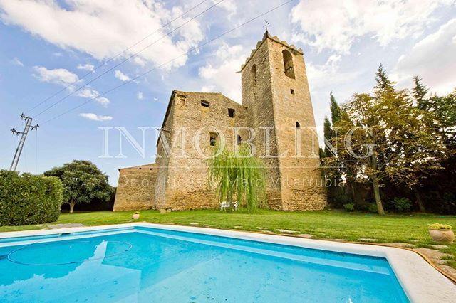 ⛪️ 🏊♂️ Exclusividad es que tu piscina privada linde con una iglesia del S.XV. ¡100% espectacular, 100% irrepetble! 👌🏻 📍A 20 min de Gerona, a 20 min de l'Escala ✔️Esta es otra de las viviendas 🔝 que añadimos a nuestra web 👇🏻 ✨w w w . i n m o b l i n g . c o m ✨ #localrealtors - posted by ✨ Viviendas 🔝en El Maresme ✨ https://www.instagram.com/inmobling - See more Real Estate photos from Local Realtors at https://LocalRealtors.com