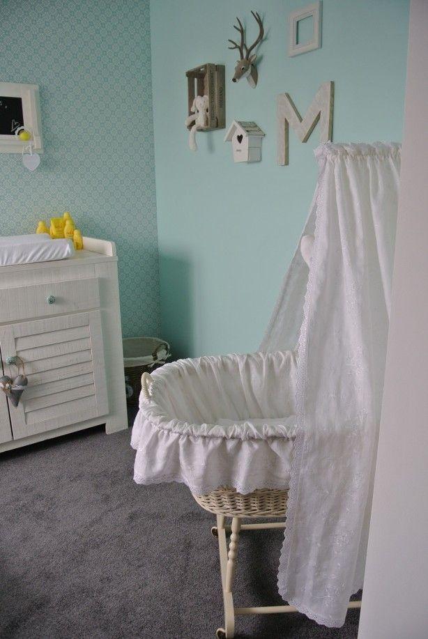 Idee  voor je babykamer. Leuk om een oud wiegje weer te gebruiken!