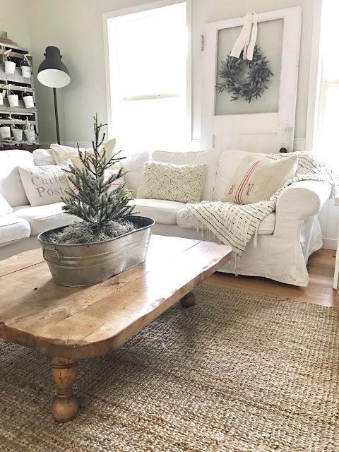 Little Farmstead: Farmhouse Family Room at Christmas