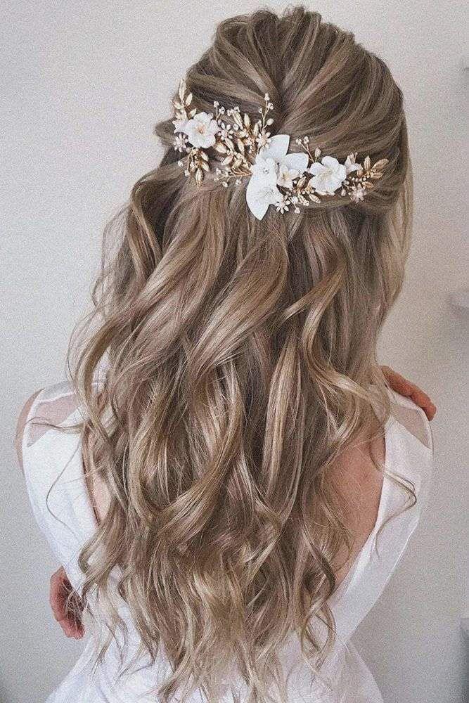 Brautfrisur Haarschmuck In 2020 Haar Styling Haarfarbe Verruckt Frisur Hochzeit