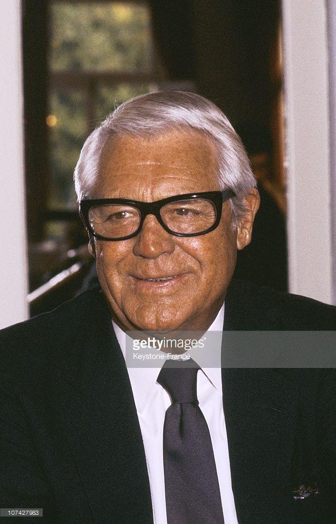 "Gary Grant: Lived: Jan 18, 1904 - Nov 29, 1986 (age 82) Height: 6' 2"" (1.87 m) Spouse: Barbara Harris (m. 1981 - 1986) · Dyan Cannon (m. 1965 - 1968) · Betsy Drake (m. 1949 - 1962) · Barbara Hutton (m. 1942 - 1945) Partner: Maureen Donaldson (1973 - 1977) · Randolph Scott (1932 - 1944) Children: Jennifer Grant (Daughter) Awards: Academy Honorary Award (1970) · David di Donatello for Best Foreign Actor (1960)."