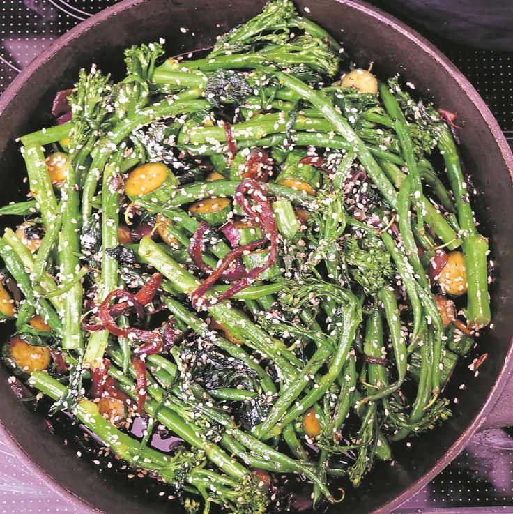 Vinnige sesam-roerbraaigroente. Dié resep is vinnig en maklik, en 'n mens kan selfs kreatief raak deur ander groente by te voeg indien jy 'n gereg met meer kleur verkies.