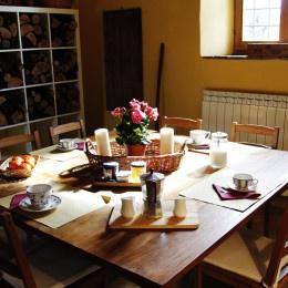 http://www.aziendaagricolameanella.it/the-gallery/  http://www.facebook.com/aziendaagricolameanella  Azienda Agricola Meanella, Umbria, Italy #kitchen #cucina #breakfast #colazione #tavola #table #plasse #flowers #coffe #tea #fruits #jam #juice #caffè #wood #legno #chairs #sedie #home #decor #indoor #fornitures #arredamento #country #stile #campagna #stile #italy #italia #umbria