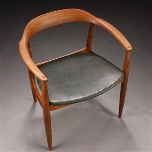 Illum Wikkelsø hos N. Eilersen - Armstol af elmetræ, formbøjet kopstykke, sæde betrukket med grønt læder - 1960'erne