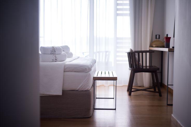 #bedroom #hotelroom #minimal #design #wooden #floor #boutiquestyle #sundaymood #sundayboutiquehotel #greece Ph by K. Sofikitis