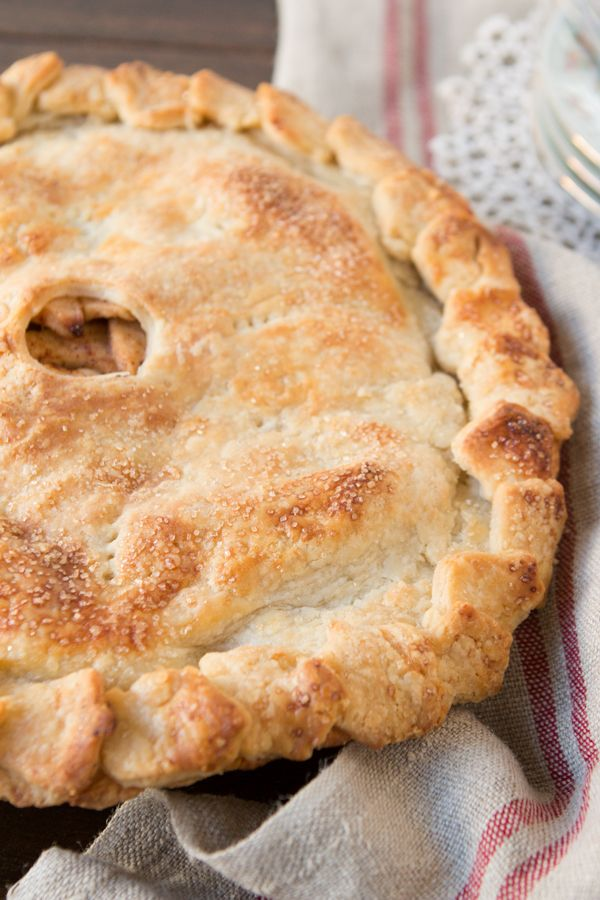 Homemade Apple Pie -- YES! Love a good from-scratch apple pie. Perfect for holiday dessert! #apple #pie