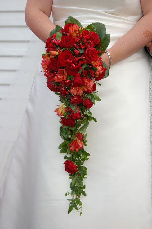 Su richiesta di una mia fan voglio dedicare un articolo per un matrimonio che ha come tema il colore in assoluto più rappresentativo dell'amore: IL ROSSO.