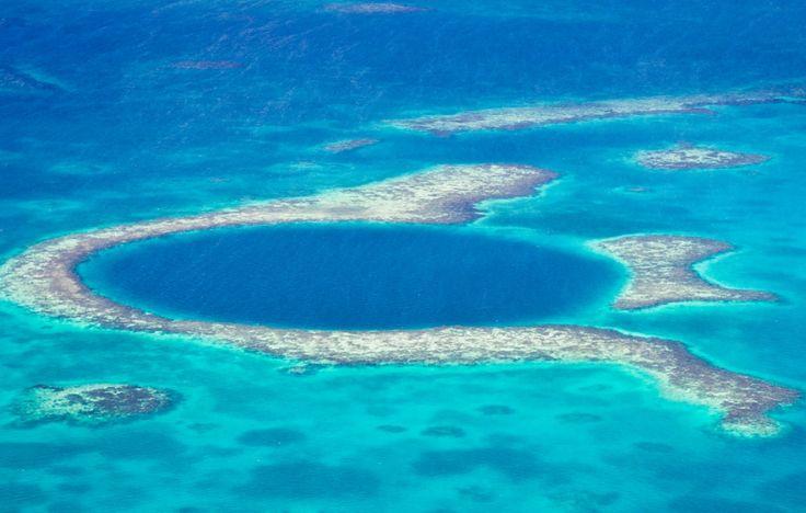 Grand Trou Bleu - Le Grand Trou Bleu (en anglais: Great Blue Hole) est un cénote sous-marin situé au large de la côte du Belize. Il fait partie de la zone protégée des Cayes. Quasiment circulaire, le trou a un diamètre de plus de 300 mètres et une profondeur mesurée de 120 mètres. C'est l'un des sites de plongée les plus importants au monde.
