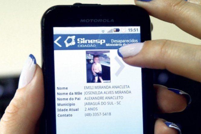 O aplicativo Sinesp Cidadão oferece agora aos usuários informações de desaparecidos. A nova versão da ferramenta foi disponibilizada pela Secretaria Nacional de Segurança Pública do Ministério da Justiça (Senasp/MJ) e traz dados de 4 mil pessoas desaparecidas.