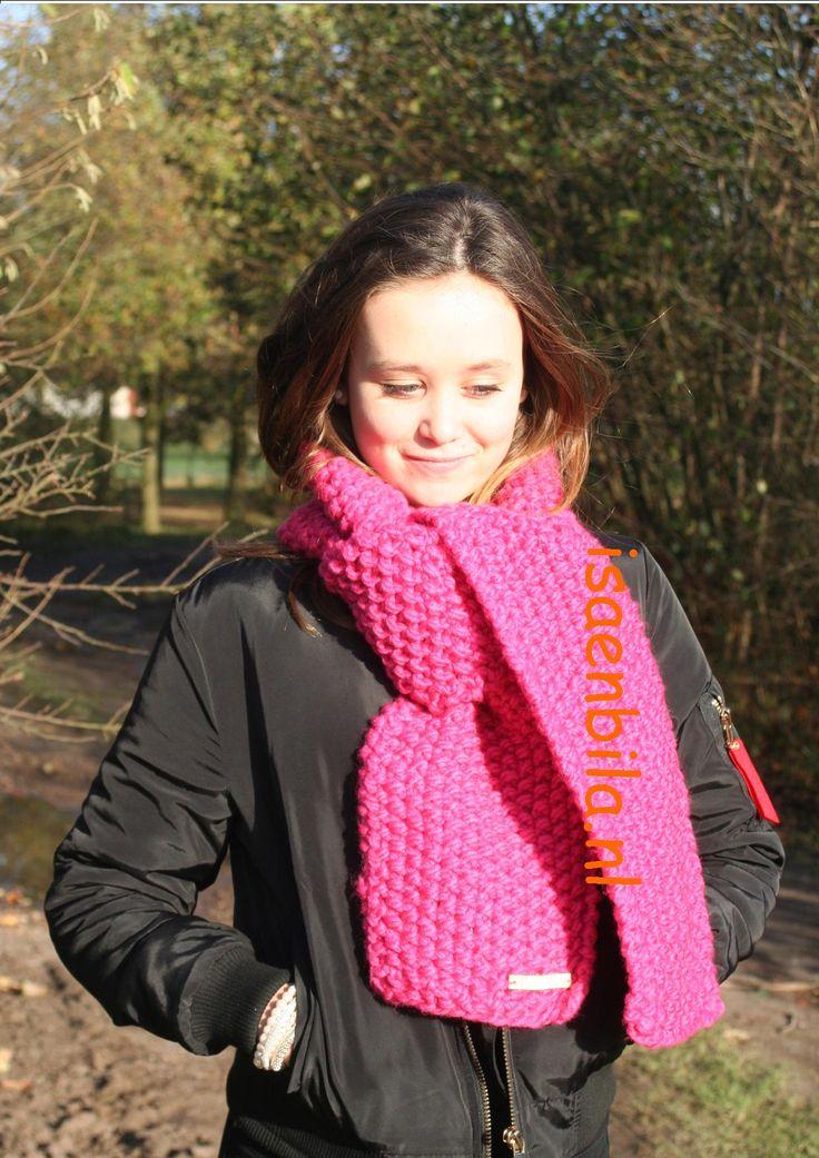 Zachte en warme sjawl in gerstenkorrelsteek, leverbaar in je eigen wenselijke kleur. Kijk op www.isaenbila.nl