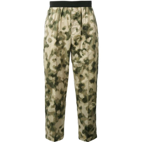 Emiliano Rinaldi camouflage cropped trousers (€395) ❤ liked on Polyvore featuring men's fashion, men's clothing, men's pants, men's casual pants, green, mens green pants, mens camouflage pants, mens cropped pants and mens camo pants