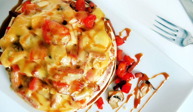 Pannenkoeken met nepspek, paprika, champignons en stroop