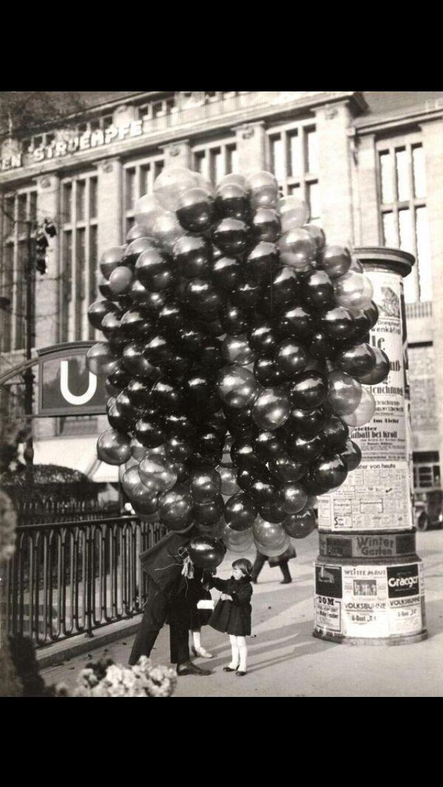 ... buying a balloon. Photo by Friedrich Seidenstücker in Berlin, 1935
