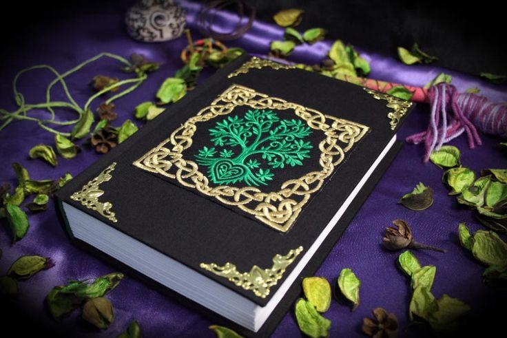 """Libro delle Ombre """"Celtic Tree of Life"""" paganesimo pagano wicca wiccan fatto a mano diario magia stregoneria strega mago strega grimorio by LittleSorcerer on Etsy"""
