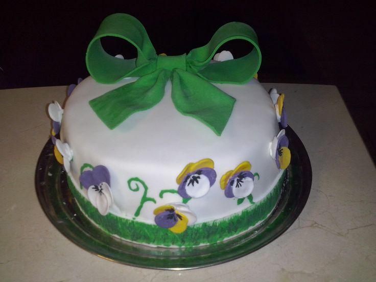 Tort z kokardą i bratkami/ Cake with bow and pansies