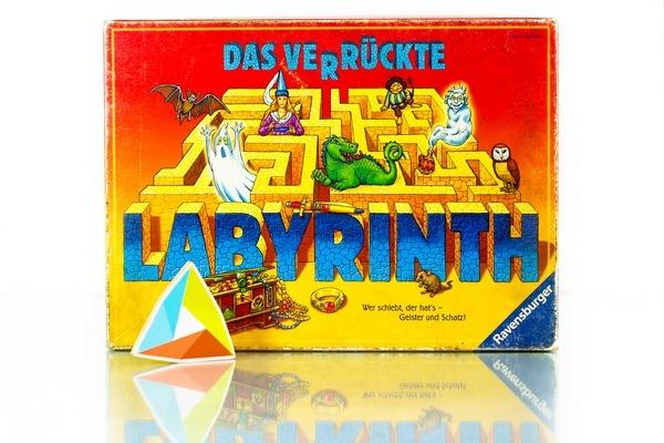 30,000 IDR/day    Sejak kecil, kamu mungkin sudah mengenal permainan labirin, yaitu permainan menelusuri jalur yang berliku-liku atau bercabang-cabang untuk menemukan jalan keluar. Nah, ini dia versi board game-nya.