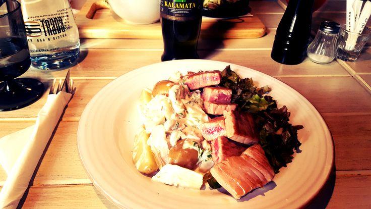 Salata cuburi steak ton
