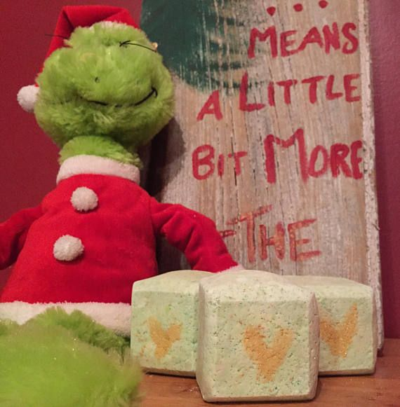 You're a mean one, Mr. Grinch. Okay, so these don't smell like a Grinch is supposed to smell (rotten onions and bad bananas YUCK)... but they do smell like lemon, lime and hints of bergamot! And they're topped with some golden mica for that Christmas sparkle! Comes with 2