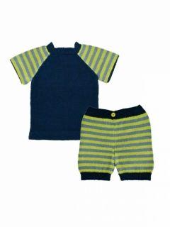 Stickmönster i ekologiskt garn till barn, fin t-shirt med randiga ärmar och randiga shorts...