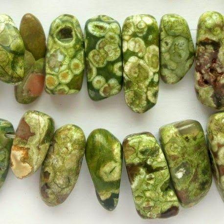 Daniele: Handmade cu pietre semipretioase  http://daniela-florentina.blogspot.ro/2014/11/handmade-cu-pietre-semipretioase.html