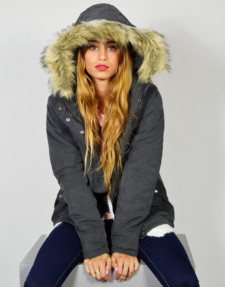 Parka con cuello alzado de pelo sintético con un moderno diseño y en un acabado suave muy cálido de nuestra marca para chica joven Jacqueline de Yong. #Parka #Abrigo #Chaqueta #Tiendaonline #Modaonline #Modajoven #Tiendas13 http://tiendas13.com/abrigos-y-chaquetas/2759-parka-con-cuello-de-pelo-sintetico.html
