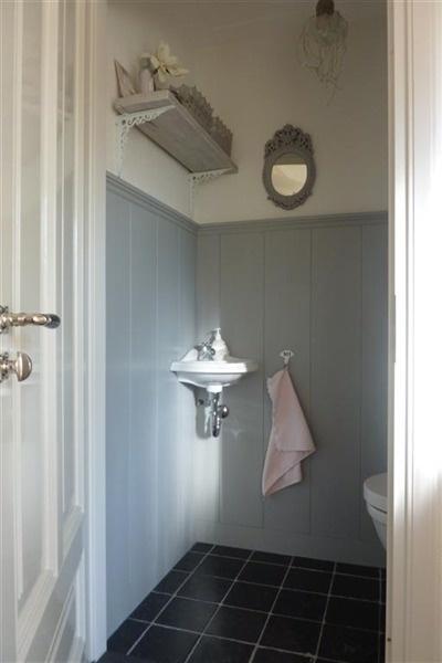 25 beste idee n over toilet beneden op pinterest toiletruimte wc decoratie en badkamer beneden - Spiegel wc ontwerp ...