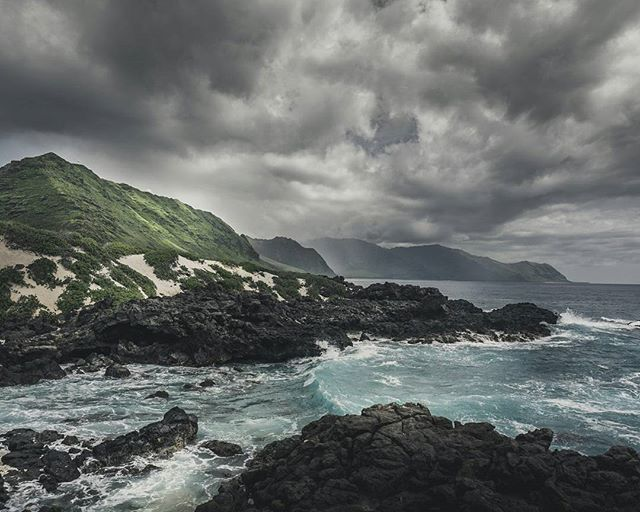 Hawaii offers also great hiking trails. For example the kaena point trail to the west coast of Oahu with his rough cliffs. There we even saw wales and the hawaiian monk seals.  . . . #hawaii #aloha #hikingworldwide #hiking #ocean #coast #usa #northamerica #travel #travelphotography #travelgram #passionpassport #neverstopexploring #earthpix #thegreatoutdoors #nature #lifeofadventure #mothernature #landscape #landscapephotography #letsgosomewhere #picoftheday #wanderlust #ourplanetdaily…