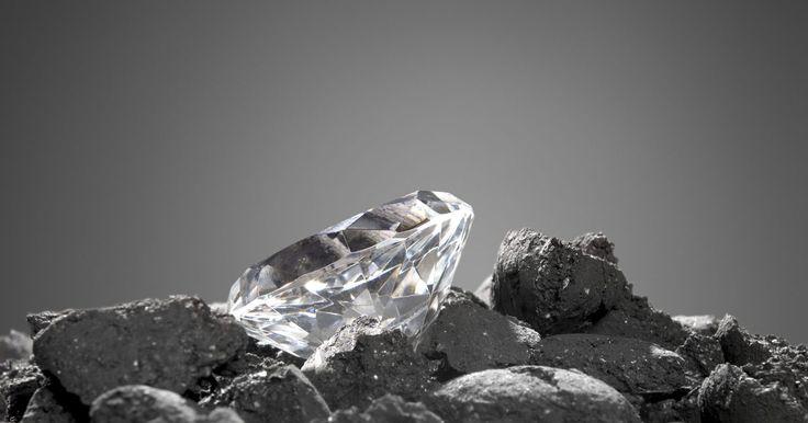 Como encontrar y revisar diamantes en bruto. Cuando se ha buscado oro en Wyoming, algunos exploradores han encontrado diamantes en bruto en sus parcelas. Al igual que en los Estados Unidos, se han encontrado diamantes en al menos 13 países, abandonados en ríos y en las playas o empotrados en la roca u otro material. Revisar en algunos sitos y determinar dónde buscar, puede llevarte a un ...