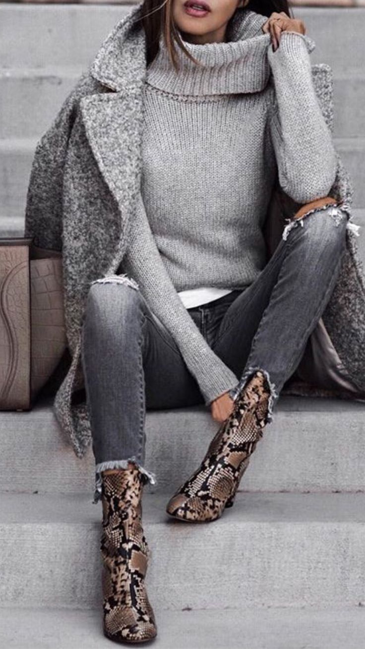 Love this minimalist outfit with attention focused on awesome snake pattern ankle boots. | casual outfit ideas | chic casual outfit | fall casual outfit | #outfitideas #casualoutfit #falloutfit #ankleboots #snakepattern