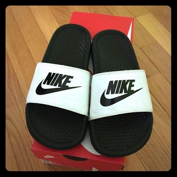 Nike slippers Kids Nike benassi slippers. Kids size 5Y. Uk 4.5/Eur 37.5 Nike Shoes Slippers