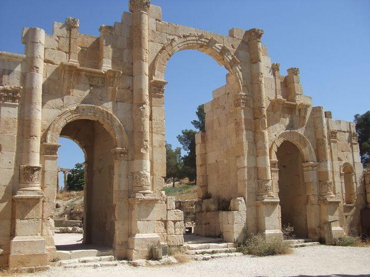 ジェラシュの遺跡のクチコミ -ジェラシュ遺跡南門 | 地球の歩き方[旅スケ]