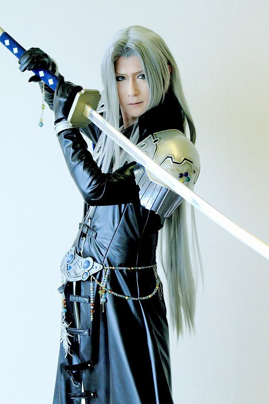 HACUA cosplays Sephiroth holding Masamune from Dissidia 012 Final Fantasy.