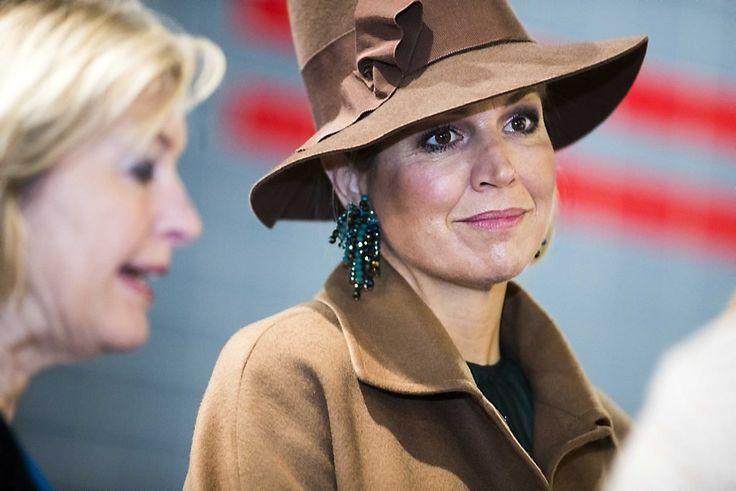 Met een harde slag op de gong heeft koningin Máxima dinsdagochtend de Nationale Onderwijstentoonstelling in de Jaarbeurs in Utrecht geopend. Dat deed ze onder toeziend oog van onderwijsvertegenwoordigers, kinderen, minister van Onderwijs Jet Bussemaker en de pers.