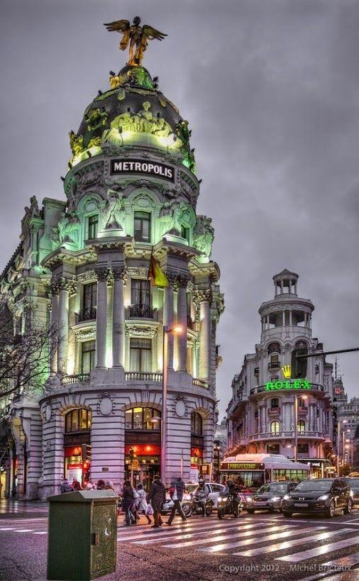 """""""Gran Vía"""", uma das principais Ruas de Madrid. Estende-se da Calle de Alcalá,…"""