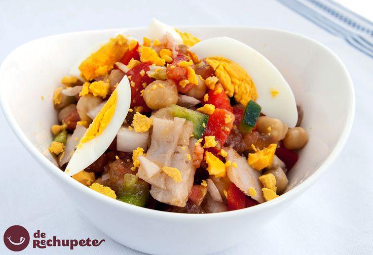 En Semana Santa, también podemos tomarnos una ensalada de garbanzos y bacalao http://www.recetasderechupete.com/ensalada-de-garbanzos-con-verduras-y-bacalao-en-vinagreta/5879/ #recetas